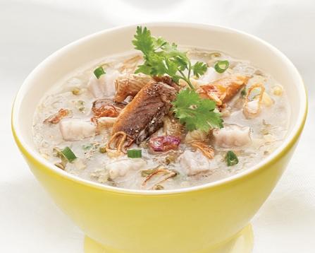Cháo cá hồi là món ăn cung cấp rất nhiều chất dinh dưỡng cho bé yêu