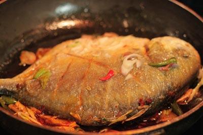 Đậm đà đưa cơm với cá chim kho riềng